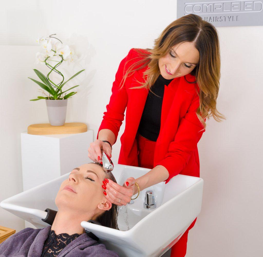 completed-hairstyle-graz: Ihr Wohlfühlprogramm in unserem Salon - Haarwäsche im hochwertige Massagestuhl von Welonda - Ihr Wohlfühl-Haarsalon